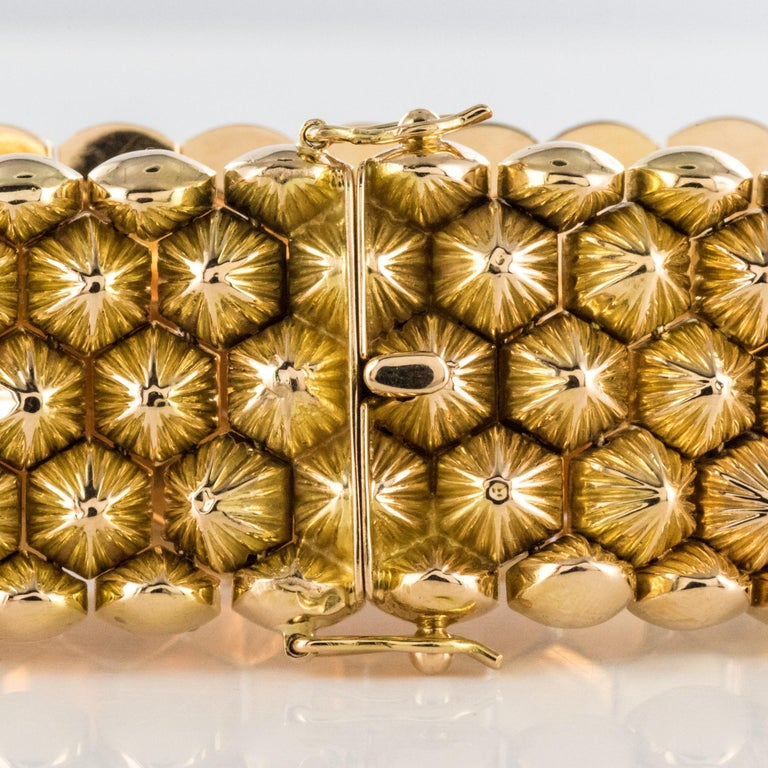 French 1950s 18 Karat Yellow Gold Honeycomb Bracelet For Sale 11