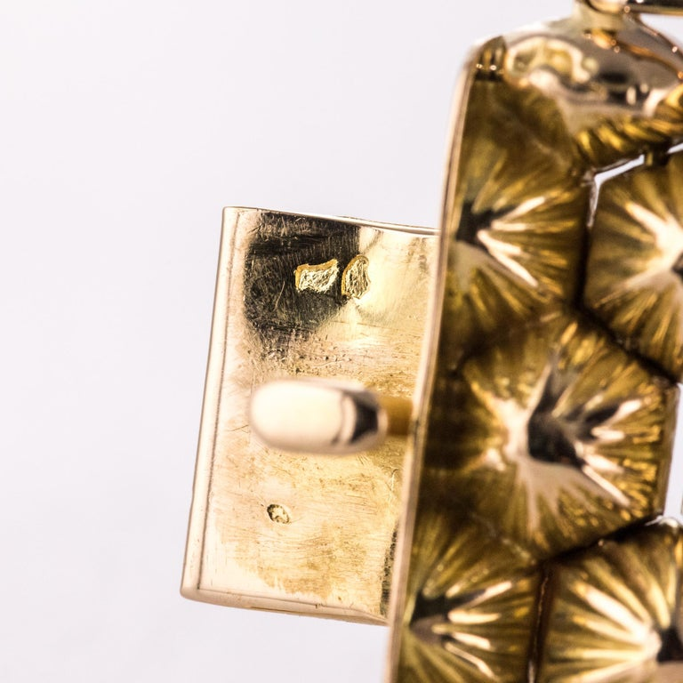 French 1950s 18 Karat Yellow Gold Honeycomb Bracelet For Sale 15