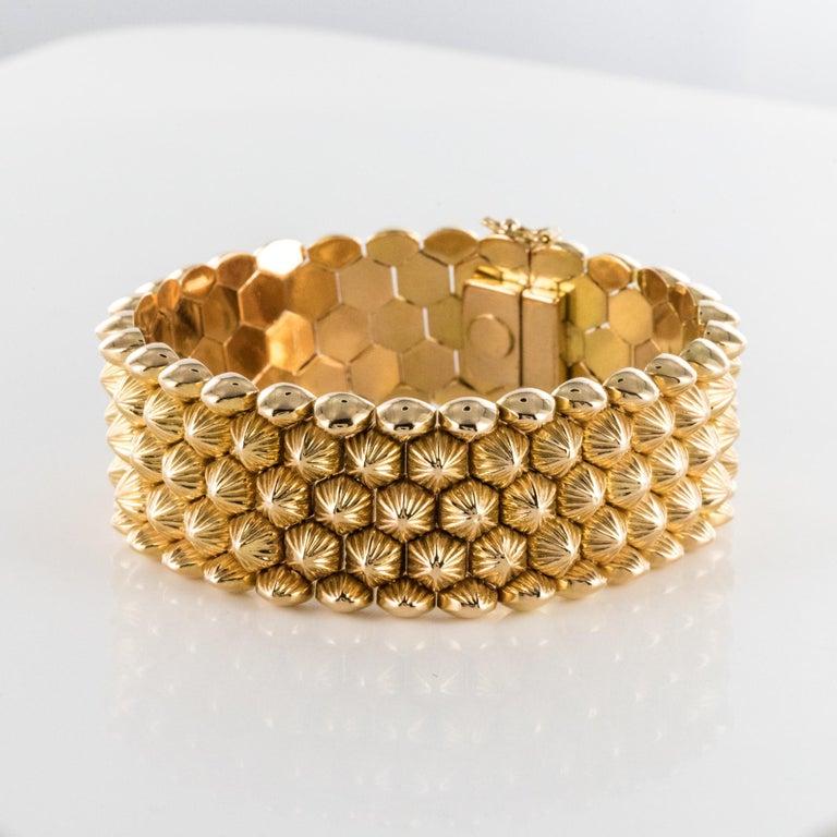 Women's French 1950s 18 Karat Yellow Gold Honeycomb Bracelet For Sale