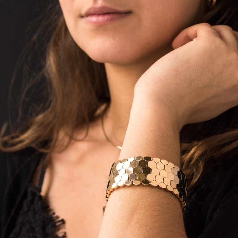 French 1950s 18 Karat Yellow Gold Honeycomb Bracelet For Sale 1