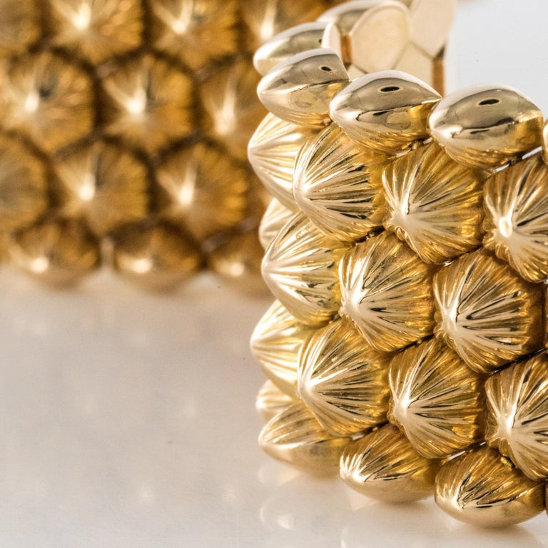 French 1950s 18 Karat Yellow Gold Honeycomb Bracelet For Sale 2