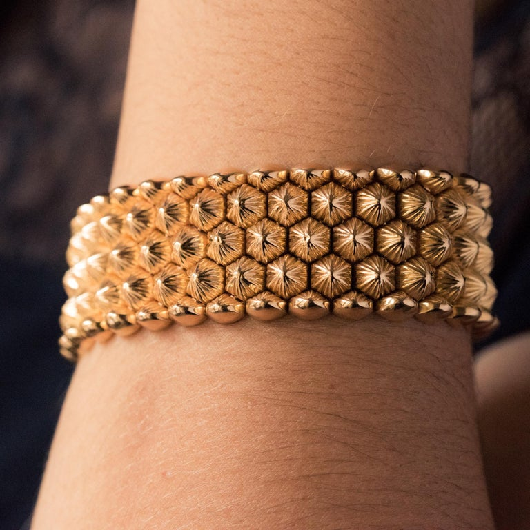 French 1950s 18 Karat Yellow Gold Honeycomb Bracelet For Sale 3