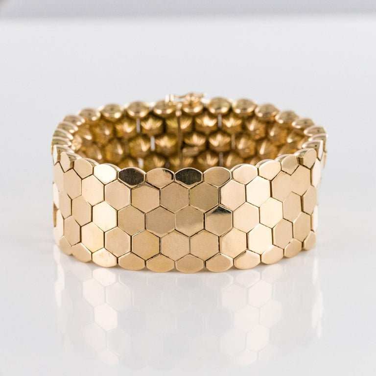 French 1950s 18 Karat Yellow Gold Honeycomb Bracelet For Sale 4
