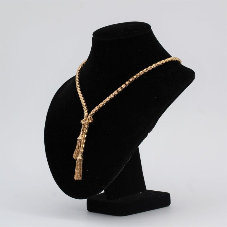 French 1950s 18 Karat Yellow Gold Orvet Mesh and Tassels Necklace In Good Condition For Sale In Poitiers, FR