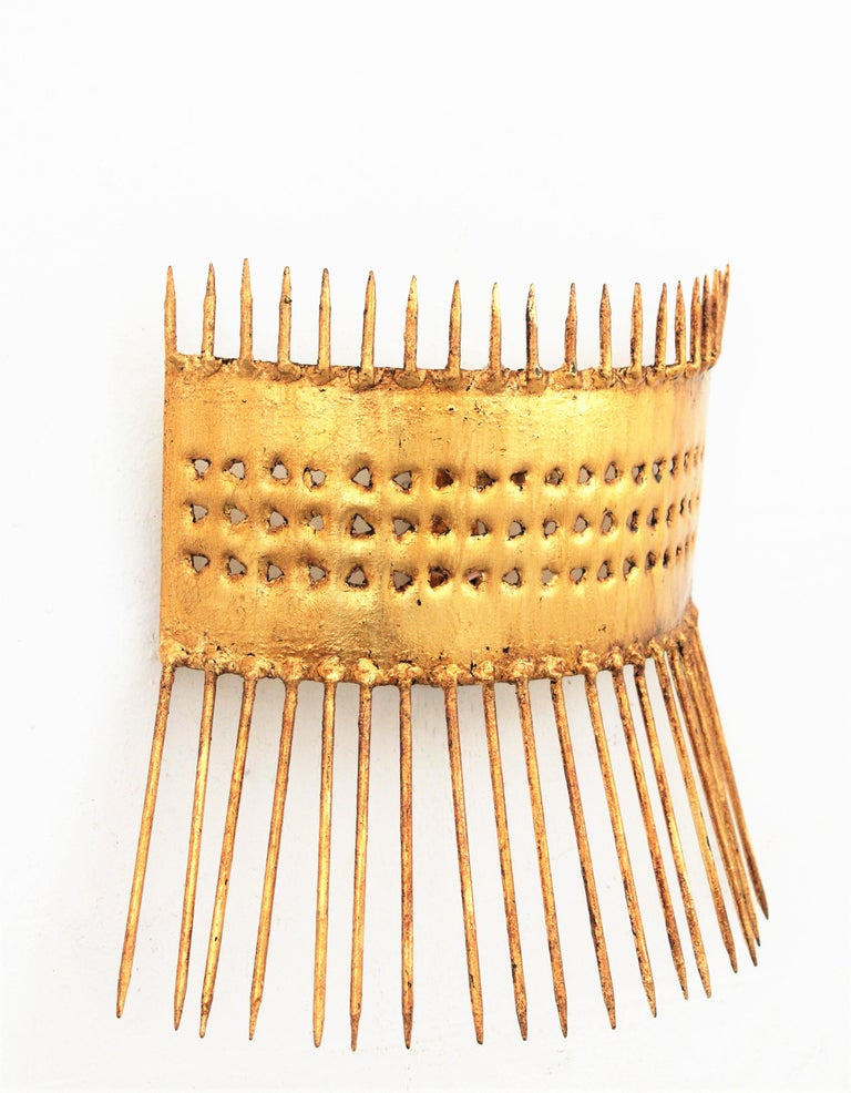 Mid-Century Modern French 1950s Brutalist Hand-Hammered Gilt Iron Nails Design Wall Light  For Sale