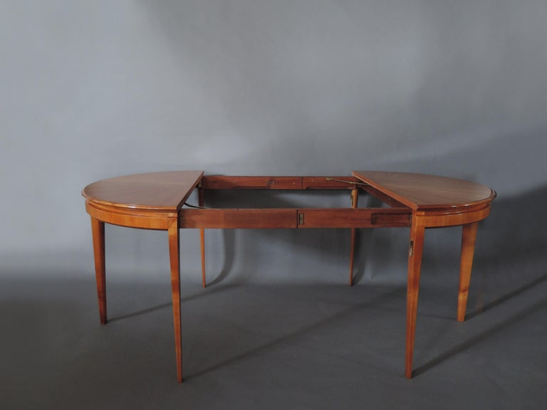 French 1950s Cherry Round Dining Table Divisible in 2 Demilune Tables For Sale 9