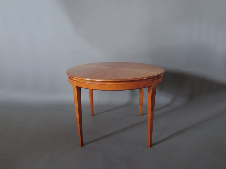 French 1950s Cherry Round Dining Table Divisible in 2 Demilune Tables For Sale 4