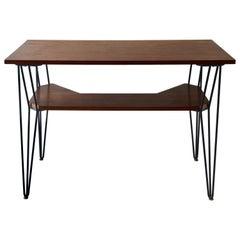 Französischer 1950er Jahre Schreibtisch mit Teakplatte und Schwarzen Metallbeinen