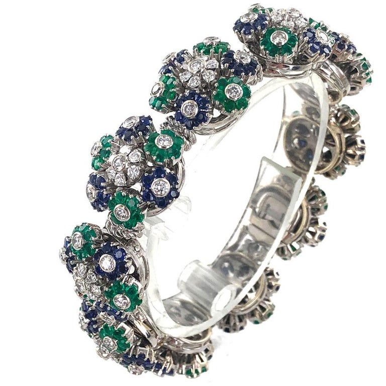 Modern  1950s French Diamond Natural Sapphire Emerald Floral 18 Karat Gold Bracelet For Sale