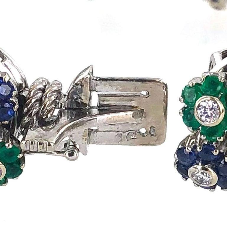 Women's  1950s French Diamond Natural Sapphire Emerald Floral 18 Karat Gold Bracelet For Sale