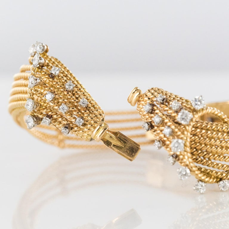 French 1950s Diamonds Platinum 18 Karat Yellow Gold Thread Bracelet For Sale 7