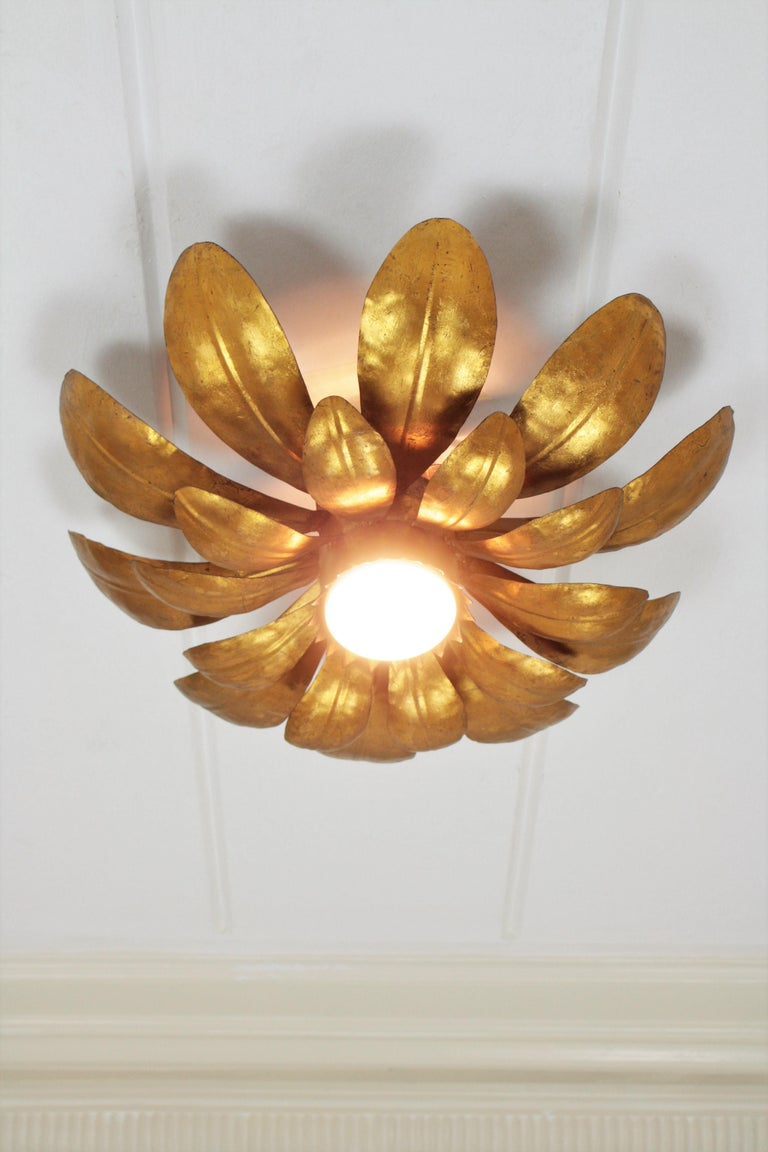 French, 1950s Gilt Iron Flower Shaped Sunburst Ceiling Flush Mount Light Fixture In Excellent Condition For Sale In Barcelona, ES