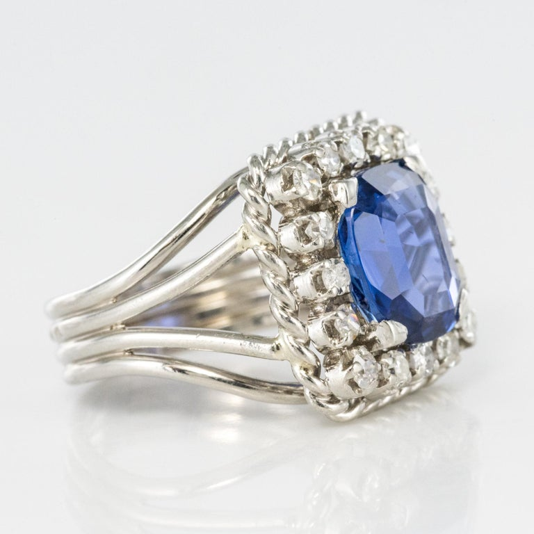 French 1950s Natural Cushion Cut Ceylon Sapphire Diamonds Platinum Ring For Sale 5