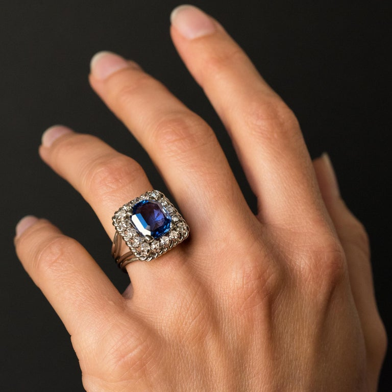 French 1950s Natural Cushion Cut Ceylon Sapphire Diamonds Platinum Ring For Sale 6