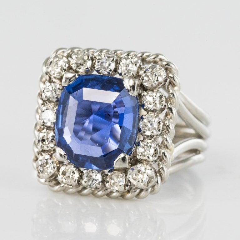 French 1950s Natural Cushion Cut Ceylon Sapphire Diamonds Platinum Ring For Sale 1