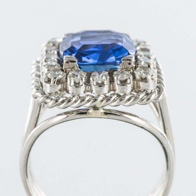 French 1950s Natural Cushion Cut Ceylon Sapphire Diamonds Platinum Ring For Sale 4