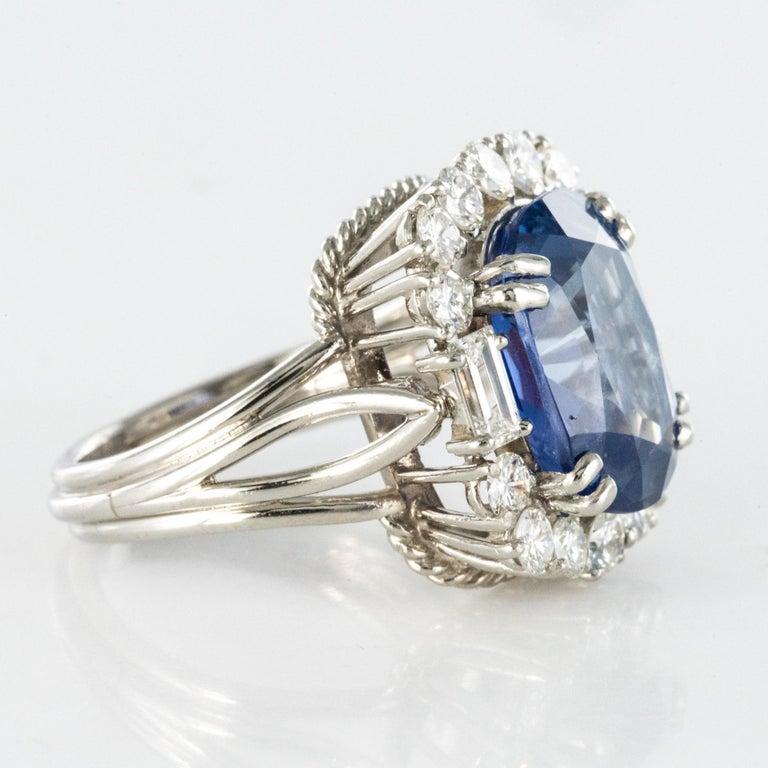 French 1950s No Heat Ceylon Cushion Cut Sapphire Diamonds Platinum Cocktail Ring For Sale 6