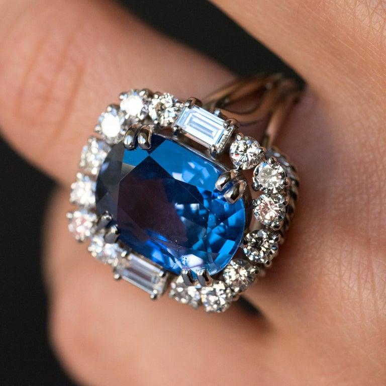 French 1950s No Heat Ceylon Cushion Cut Sapphire Diamonds Platinum Cocktail Ring For Sale 7