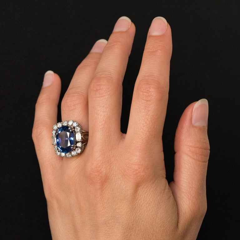 French 1950s No Heat Ceylon Cushion Cut Sapphire Diamonds Platinum Cocktail Ring For Sale 8
