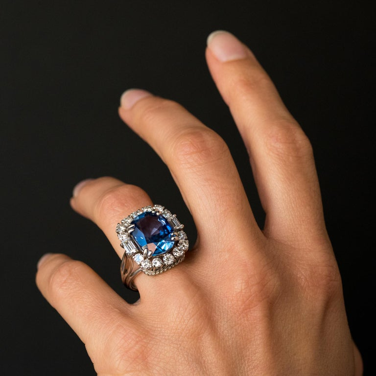 Women's French 1950s No Heat Ceylon Cushion Cut Sapphire Diamonds Platinum Cocktail Ring For Sale