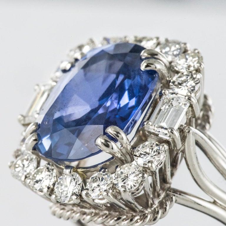 French 1950s No Heat Ceylon Cushion Cut Sapphire Diamonds Platinum Cocktail Ring For Sale 1