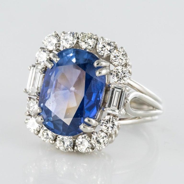 French 1950s No Heat Ceylon Cushion Cut Sapphire Diamonds Platinum Cocktail Ring For Sale 2