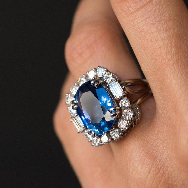 French 1950s No Heat Ceylon Cushion Cut Sapphire Diamonds Platinum Cocktail Ring For Sale 3