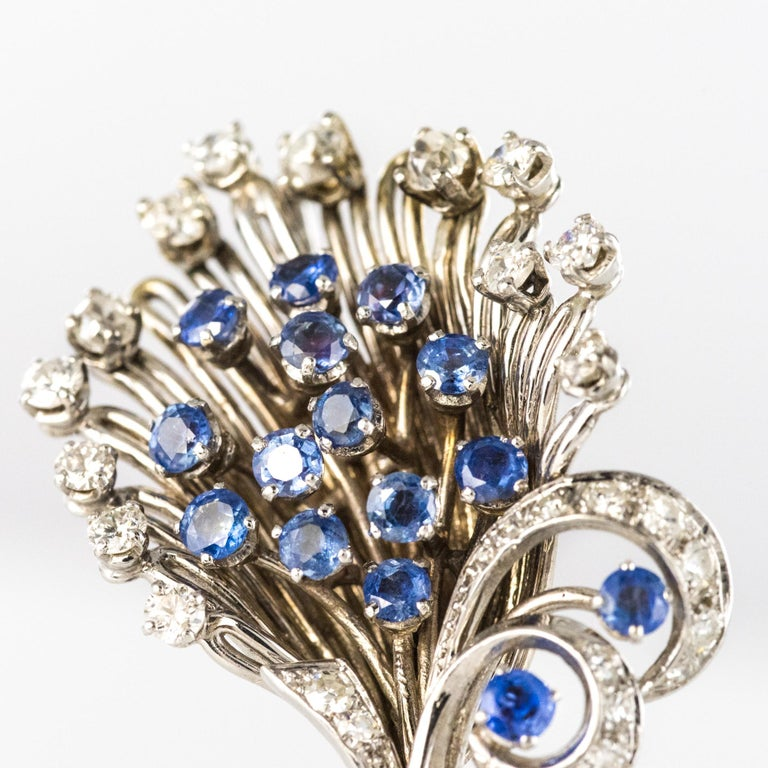 French 1950s Sapphire Diamond Platinum White Gold Bouquet Brooch In Good Condition For Sale In Poitiers, FR