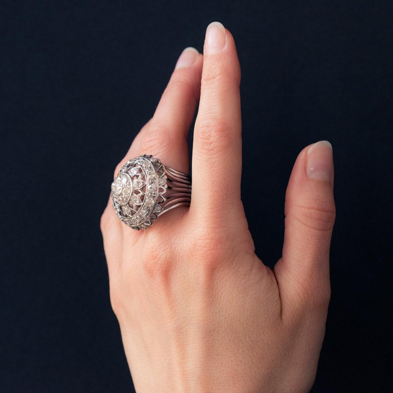 French 1960s 4.20 Carat Diamonds 18 Karat White Gold Cocktail Ring For Sale 4