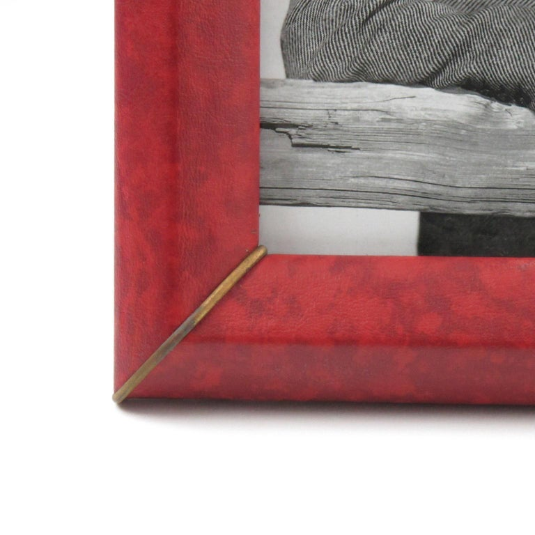 French 1960s Red Vinyl Leather Picture Photo Frame with Brass Accents For Sale 4