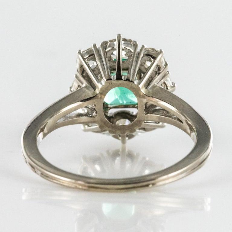 French 1970s Retro Emerald Diamond 18 Karat White Gold Daisy Ring For Sale 7