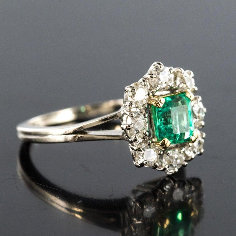 Women's French 1970s Retro Emerald Diamond 18 Karat White Gold Daisy Ring For Sale