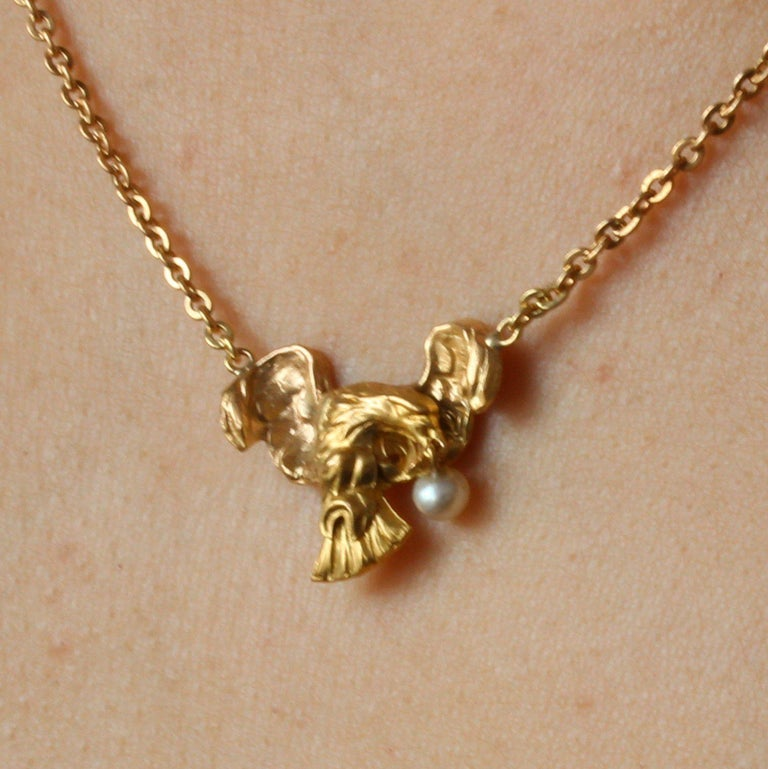 French 19th Century 18 Karat Yellow Gold Eagle Natural Pearl Chain Necklace For Sale 4
