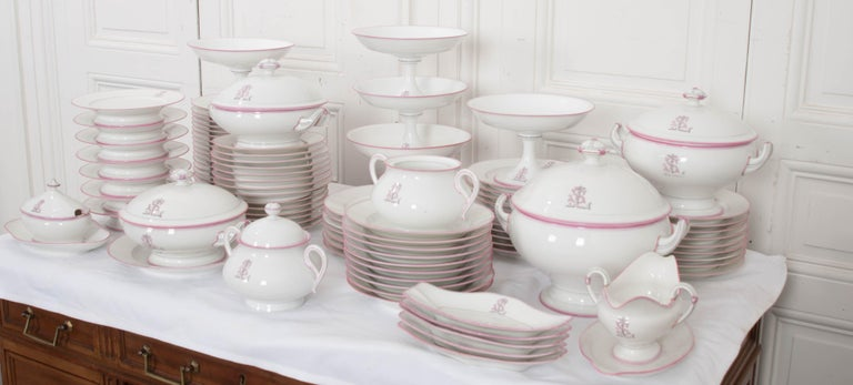 French 19th Century 95-Piece Old Paris Porcelain Dinner Service For Sale 7