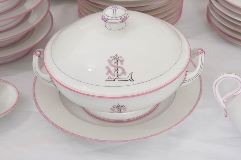 French 19th Century 95-Piece Old Paris Porcelain Dinner Service For Sale 11
