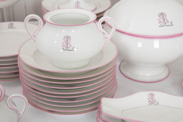 French 19th Century 95-Piece Old Paris Porcelain Dinner Service For Sale 13