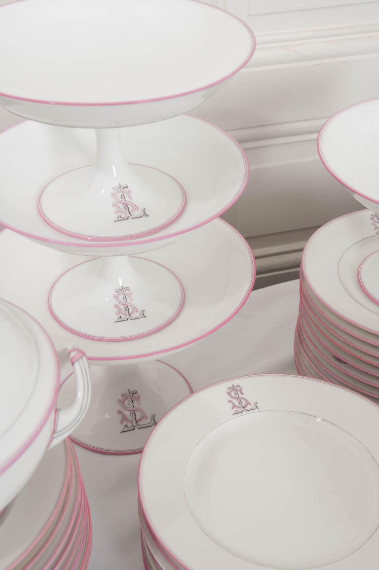 French 19th Century 95-Piece Old Paris Porcelain Dinner Service For Sale 15