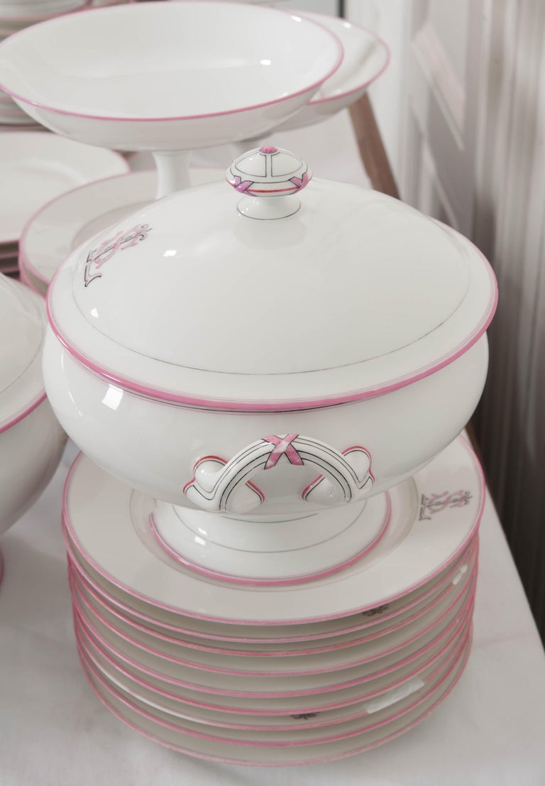 French 19th Century 95-Piece Old Paris Porcelain Dinner Service For Sale 17