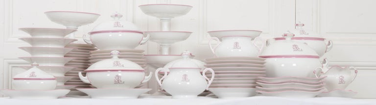 French 19th Century 95-Piece Old Paris Porcelain Dinner Service In Good Condition For Sale In Baton Rouge, LA