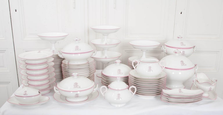 French 19th Century 95-Piece Old Paris Porcelain Dinner Service For Sale 1