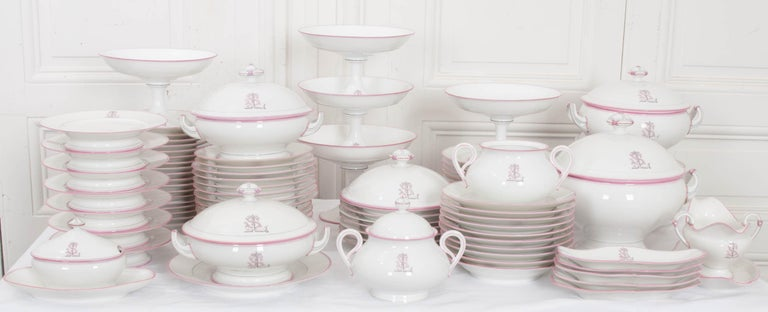 French 19th Century 95-Piece Old Paris Porcelain Dinner Service For Sale 2