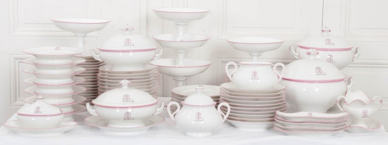 French 19th Century 95-Piece Old Paris Porcelain Dinner Service For Sale 6