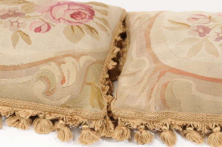 French 19th Century Aubusson Woven Tapestry Pillow with Roses and Tassels For Sale 7
