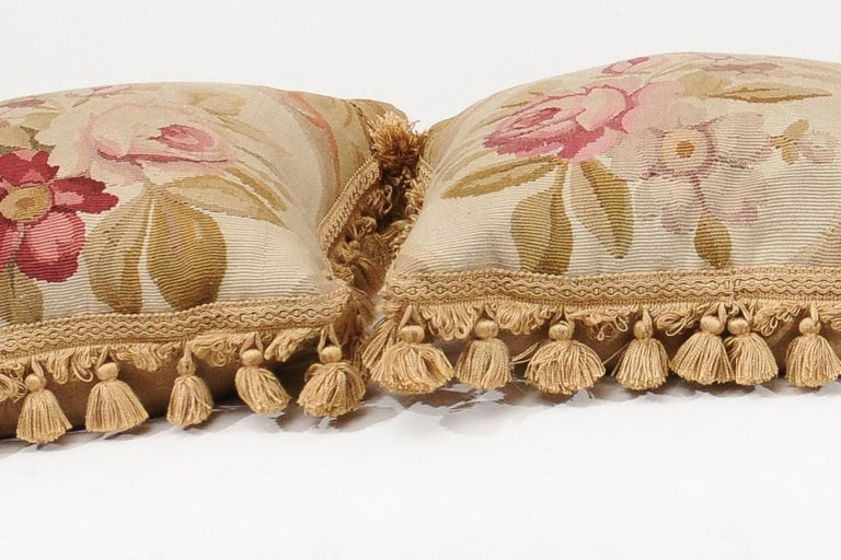 French 19th Century Aubusson Woven Tapestry Pillow with Roses and Tassels For Sale 9