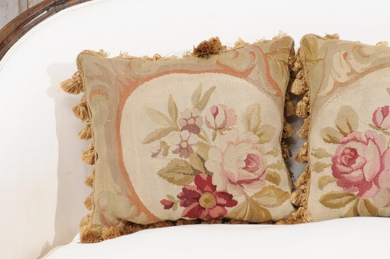 French 19th Century Aubusson Woven Tapestry Pillow with Roses and Tassels In Good Condition For Sale In Atlanta, GA