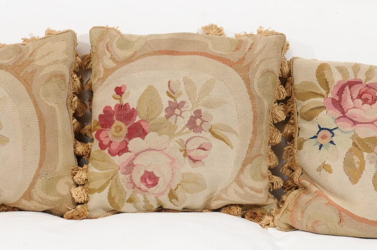 French 19th Century Aubusson Woven Tapestry Pillow with Roses and Tassels For Sale 2