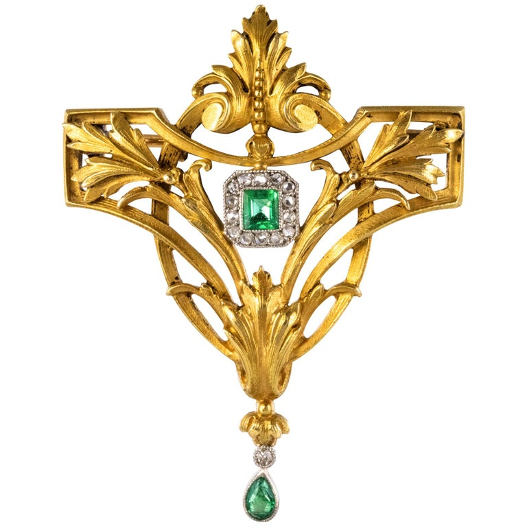 French 19th Century Emerald Diamond 18 Karat Yellow Gold Pendant Brooch For Sale