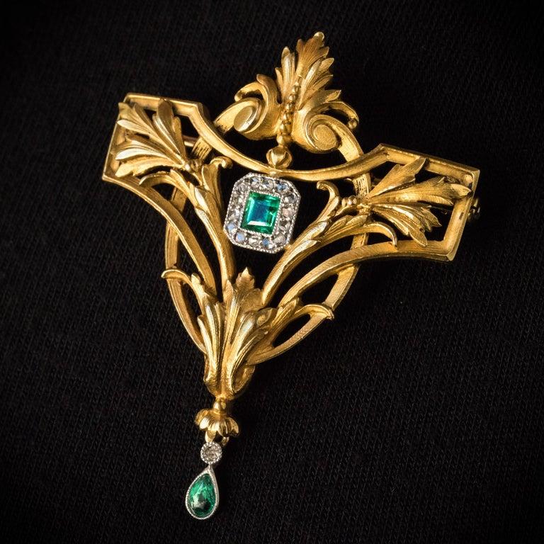 Napoleon III French 19th Century Emerald Diamond 18 Karat Yellow Gold Pendant Brooch For Sale
