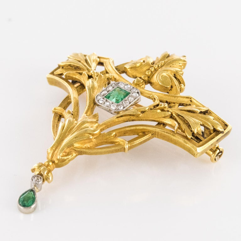 French 19th Century Emerald Diamond 18 Karat Yellow Gold Pendant Brooch For Sale 1