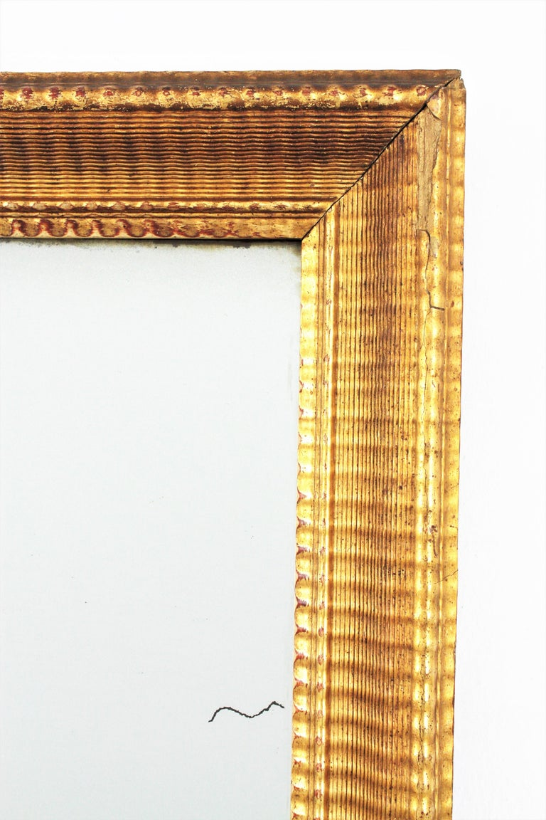 French 19th Century Louis Philippe Gold Leaf Giltwood Ribbed Carving Mirror For Sale 5
